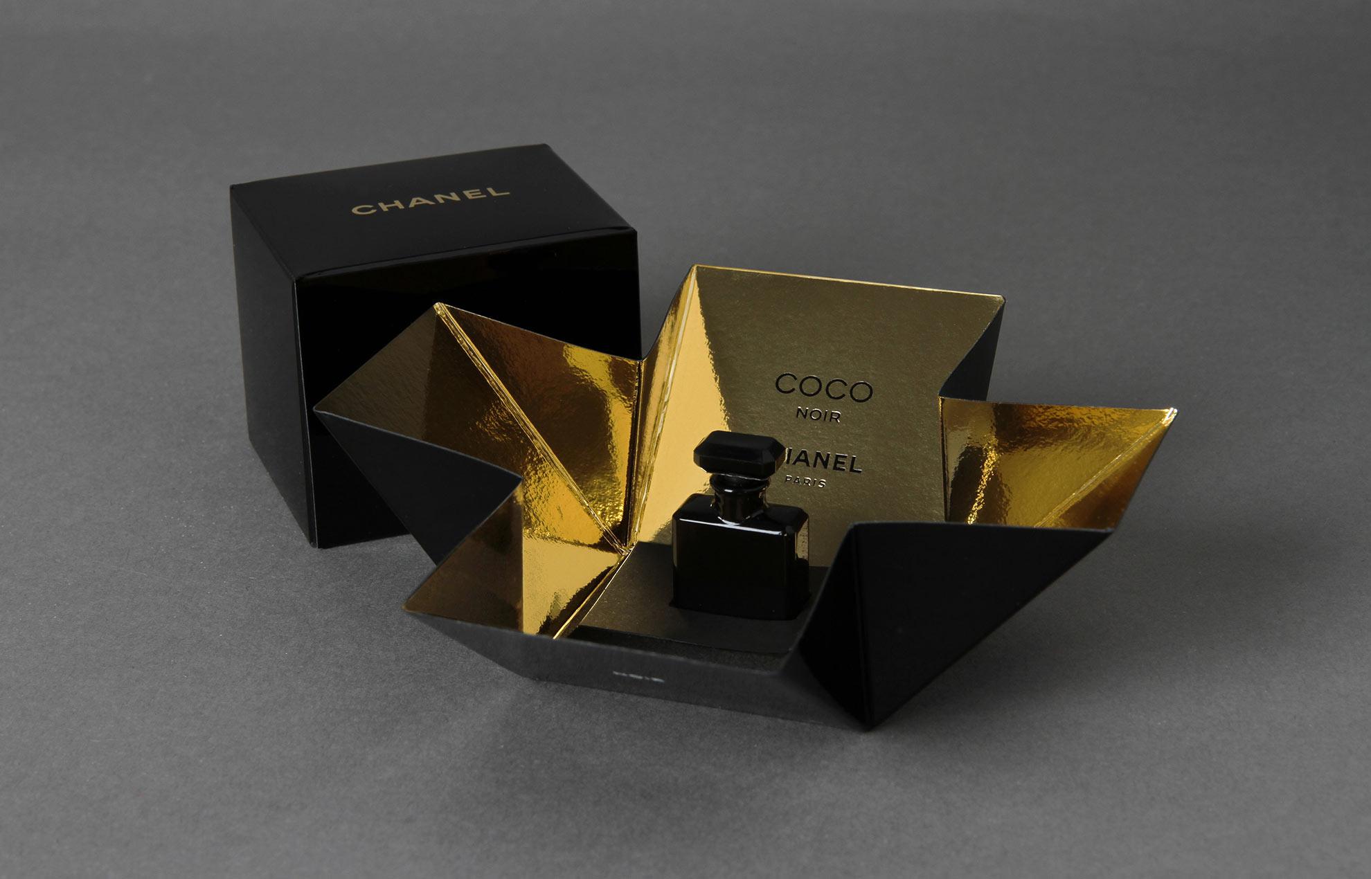 chanel coco noir marquage chaud touche parfum objet papier. Black Bedroom Furniture Sets. Home Design Ideas